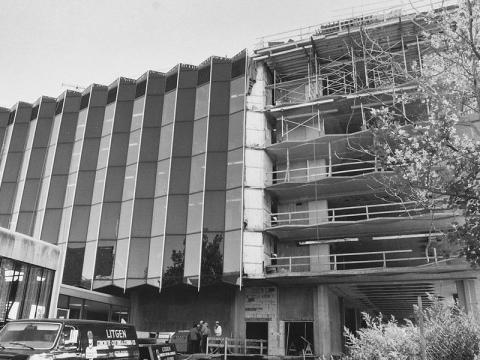 The Law School during the building expansion in the 1980s. Denny was part of the capital campaign committee that raised money for the project. His father, Frank, had served on the committee involved in the building's construction in the 1950s.